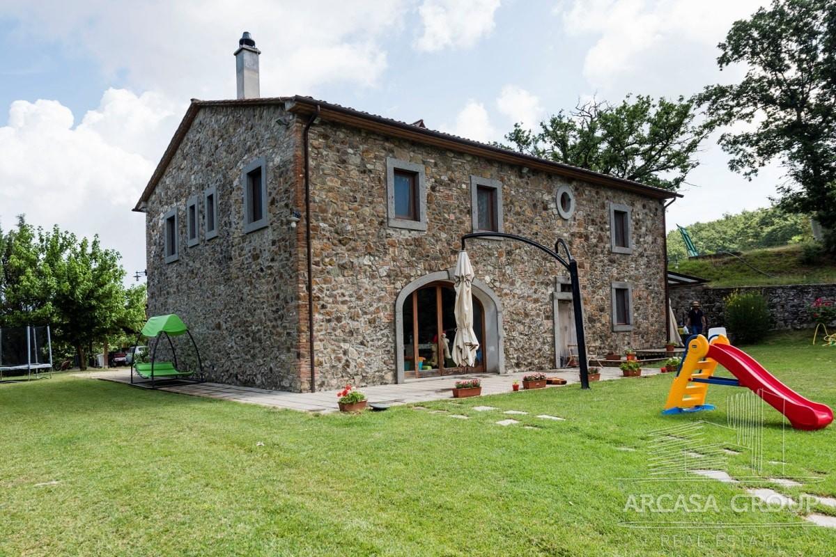 Поместье — тосканский дом с бассейном