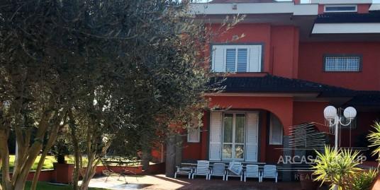 Вилла в районе Акса, Рим, Италия
