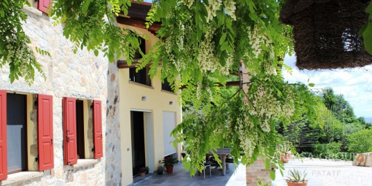 Дом в Аркуа-Петрарка, Эуганские холмы