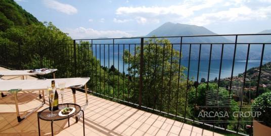 Appartamento con piscina e vista lago di Como