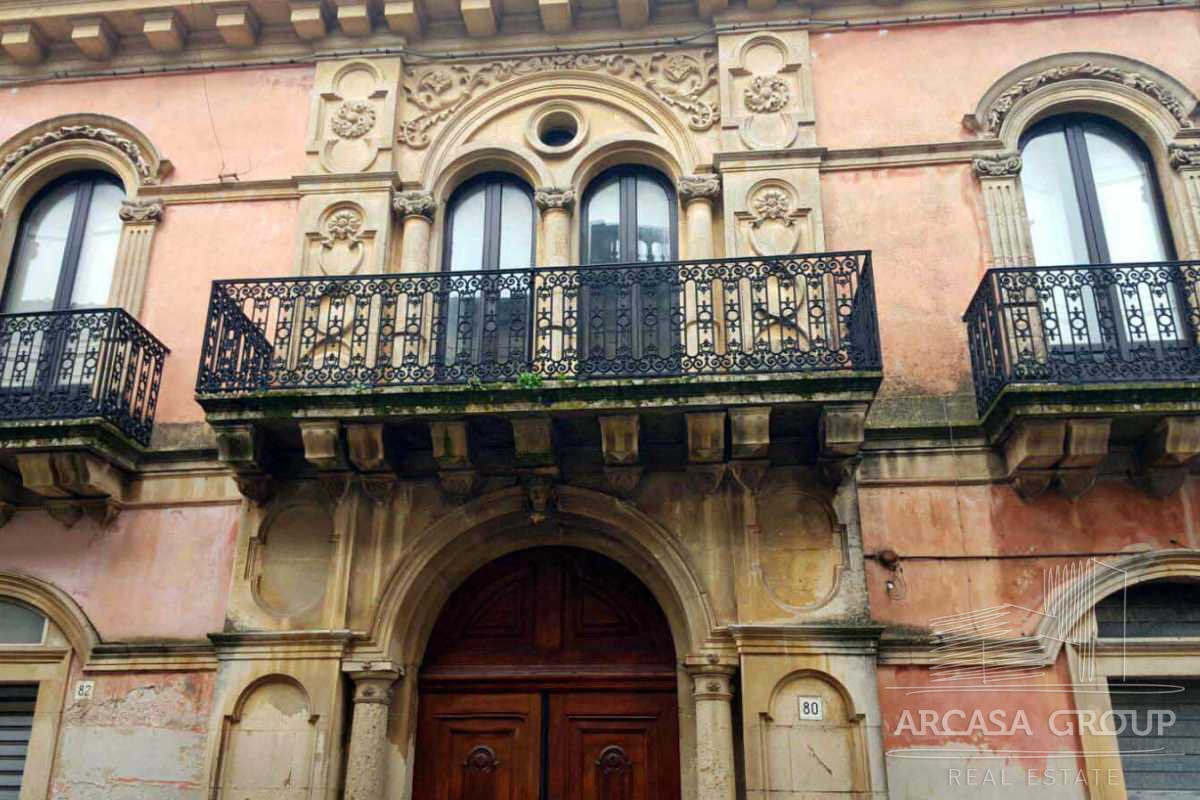 Здание в Палаццоло-Акреиде, Сицилия