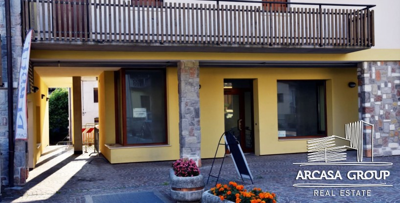 Магазин N2 на озере Барчис, Италия